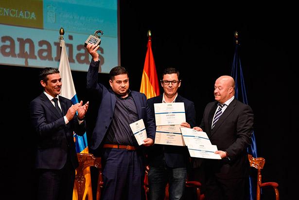 Rayco Herrera celebra su premio como Mejor Gofio de Canarias