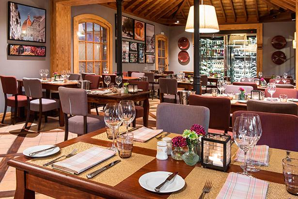Interior del restaurante italiano La Trattoria