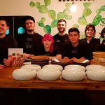 Safe Cruz y su equipo posan en el restaurante | Foto: J.L.C.