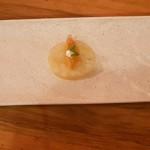 Trío de snacks: trucha de conejo en salmorejo, y caldo y hierbas; tosta de almogrote auténtico, y sandwich de queso asado artesano, carajacas y azafranillo | Foto: J.L.C.