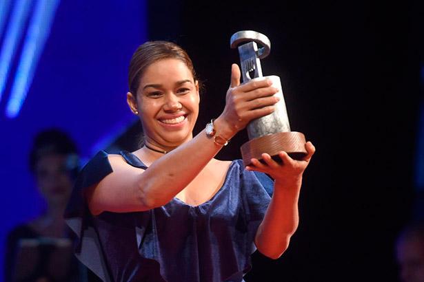 María Marte recoge su galardón en la última edición de las Premios de Gastronomía de Diario de Avisos | Foto: Sergio Méndez