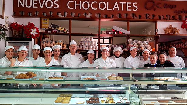 Foto de familia del personal de El Aderno | Foto: J.L.C.