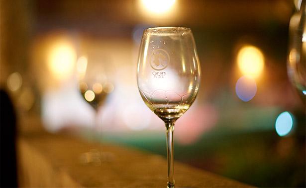 El vino blanco aglutina el 64,83% de las contraetiquetas entregadas por Canary Wine