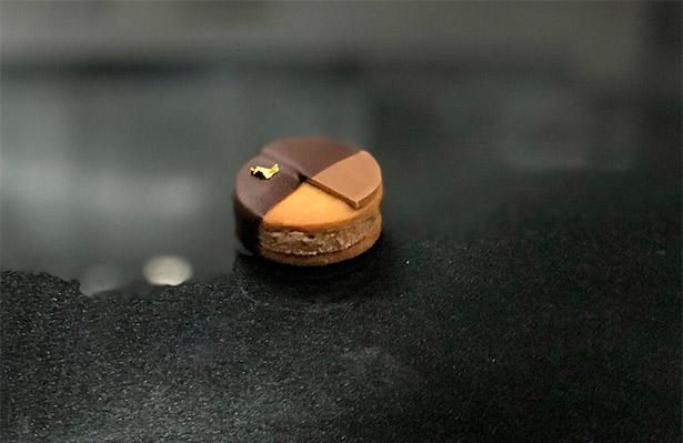 Texas, la pasta ganadora se llama Texas, es una galleta de praliné de nuez pecán con yuzu, plátano y chocolate