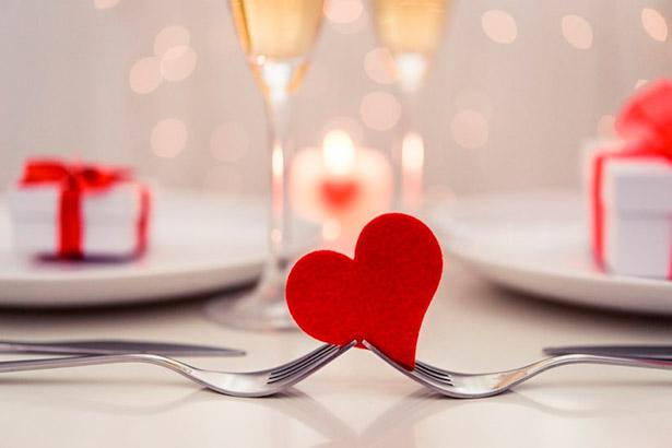 San Valentín, aunque tiene mucho arraigo popular no ha generado ninguna tradición gastronómica | Foto: matrimonio.com