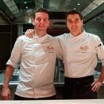 Diego Dato (i), junto a su segundo, Sergio Fuentes, en la cocina de Melvin | Foto: J.L.C.
