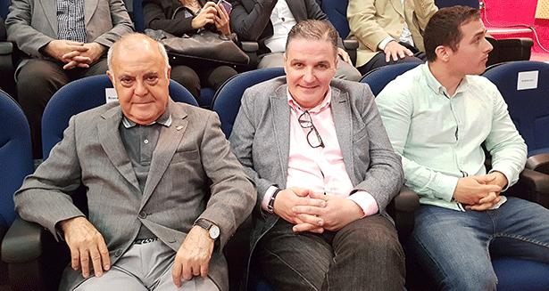 Rafael Pulido (i), junto al jefe de sala, Tero Afonso y su sobrino, Miguel Pulido, en la entrega de los Soles Repsol en el Teide | Foto: J.L.C.