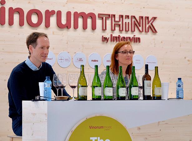 Miguel y Mireia Torres, durante la cata exclusiva de vinos experimentales elaborados con variedades de uva ancestrales