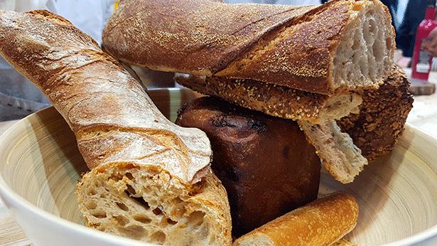 La industria apuesta por la innovación científica para conseguir panes funcionales   Foto: J.L.C.