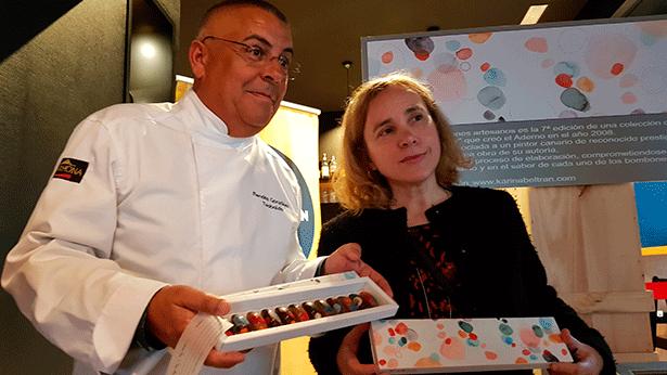 Teobaldo Méndez y Karina Beltrán. durante la presentación de los bombones | Foto: J.L.C.