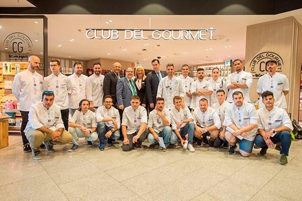 Foto de familia de los participantes en el campeonato de cocina