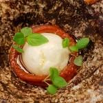 Nata kefirada, tomate concentrado y crujiente lácteo | Foto: J. L. Conde