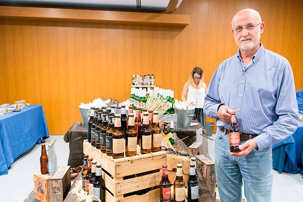 El maestro cervecero de Compañía Cervecera de Canarias, Félix Guío, dirigió la cata de cervezas