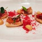 Anguila ahumada con frambuesa y mayonesa de teriyaki | Foto: José L. Conde
