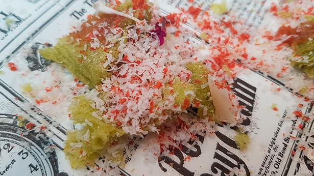Esponja de mojo verde, chutney de tomate de La Aldea, nube de queso curado de cabra de Gran Canaria y polvo de tomate, una de las tapas servidas en el stand de Gran Canaria en Madrid Fusión este año   Foto: abocados.es