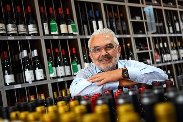 Toño Armas, copropietario de la vinoteca El Gusto por el Vino | Foto: S. Méndez