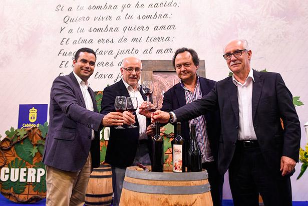 Las autoridades brindan con el vino de la nueva cosecha