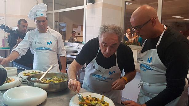 Ferran Adrià, durante la elaboración del puchero marino | Foto: abocados.es