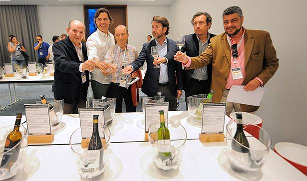 Bodegueros y autoridades, durante la celebración de la Galería de los Vinos