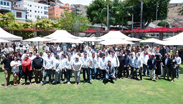 Foto de familia de los cocineros y organizadores del encuentro | Foto: Sergio Méndez