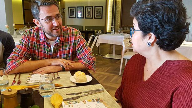 Máxim Huerta, con la nicaragüense Lorena Vasquez, maestra ronera de Ron Zacapa | Foto: abocados.es