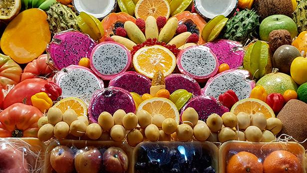Puesto de frutas en el Mercado de Veguete | Foto: J.L.Conde