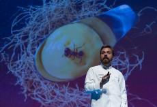 Un ponente, sobre el escenario de San Sebastián Gastronomika, que cumple 20 años | Foto: Coconut