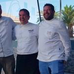 Los dos chefs, junto al propietario de La Posada del Pez y Abikore, Carlos Villar | Foto: J.L. Conde