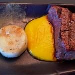 Rubia gallega con vainilla y una salsa de pimientos amarillos | Foto: J.L. Conde