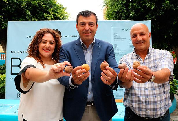 Manuel Domínguez, Juan Antonio Jorge Peraza y Carolina Toste, durante la presentación
