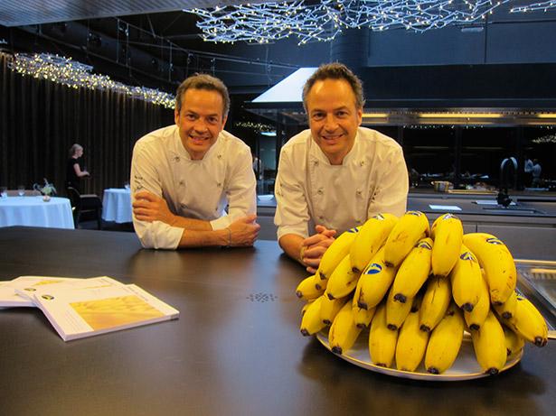 Los hermanos Torres, durante la presentación de su recetario sobre el plátano