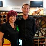 Rodica y Daniel Gurau, en el comedor de su restaurante | Foto: J.L. Conde