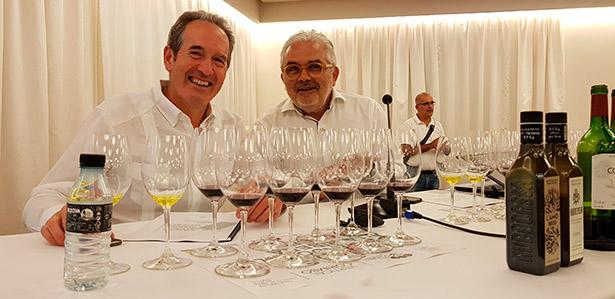 Agustín Santolaya y Toño Armas, durante la cata de Bodegas La Horra | Foto: C. Ruano