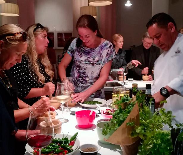 El chef ejecutivo del Bahía del Duque, durante el evento gastronómico