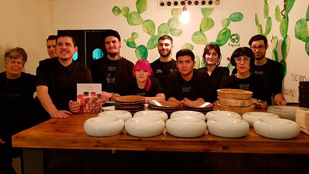 Safe Cruz, junto a su equipo, en el restaurante Gofio de Madrid | Foto: J.L. Conde