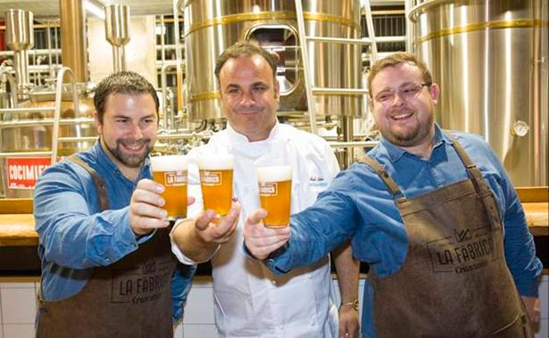 Ángel León y los maestros cerveceros Juan Navarro y Jorge Varela | Foto: malagaenlamesa.com