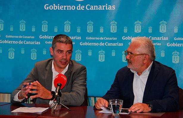 Narvay Quintero y Toño Armas, durante la presentación de la iniciativa