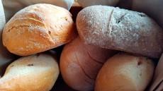 Los nutricionistas mantienen que el pan contiene poca grasa pero sí un elevado valor nutricional | Foto: J. L. Conde