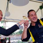 Pierre Rèsimont y Erika Sanz brindan con champán Taittinger entre las nubes | Foto: J.L. Conde