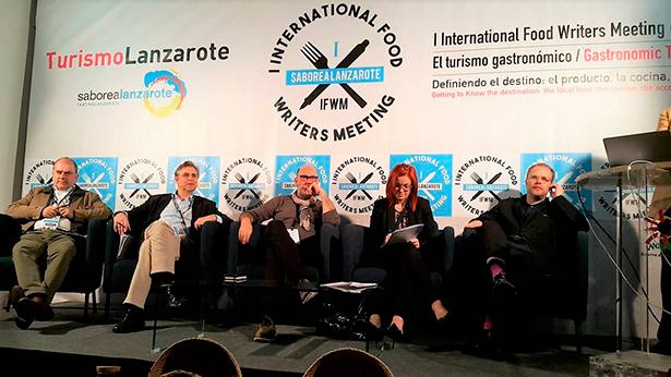 Varios de los ponentes, durante uno de los debates