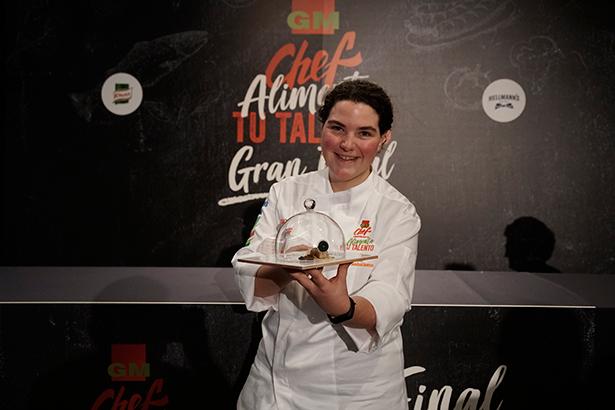 Eugenia Lorente, la ganadora, con su tapa