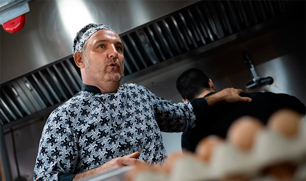 Gonzalo Tamames, en la cocina de su restaurante | Foto: Fran Pallero