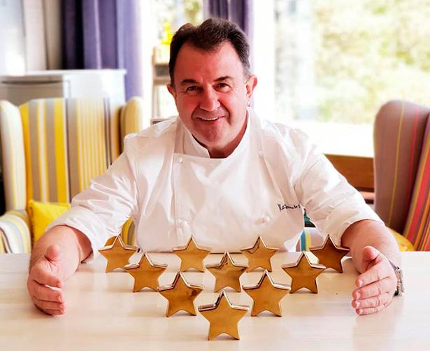 Martín Berasategui, con sus diez estrellas, una imagen publicada por el chef en su perfil de Facebook