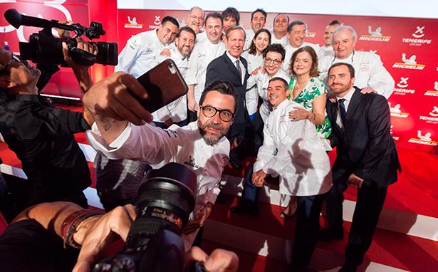 Varios de los cocineros premiados celebran, el año pasado en Tenerife, sus estrellas Michelin | Foto: EFE