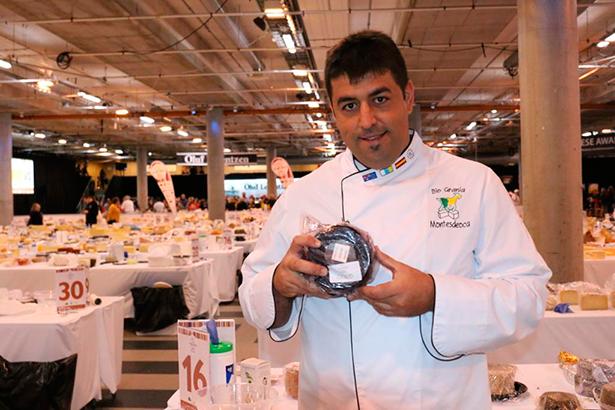 Alberto Montesdeoca, uno de cuyos quesos ha ganado un oro