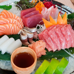 Sashimi de atún, toro, salmón, calamar y chicharro del restaurante Kazán | Foto: J.L. Conde