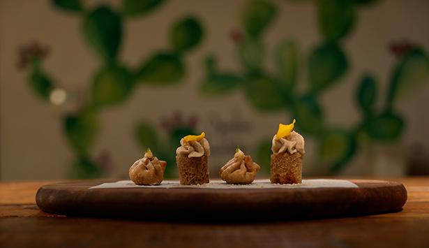 Truchas dulces de batata y queque de gofio | Foto: Tasha Han