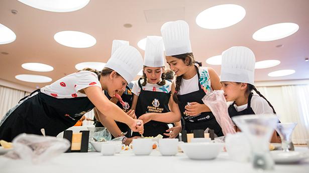 Más de 2.200 niños ya está dando clases de Cultura Gastronómica | Foto: A.G.