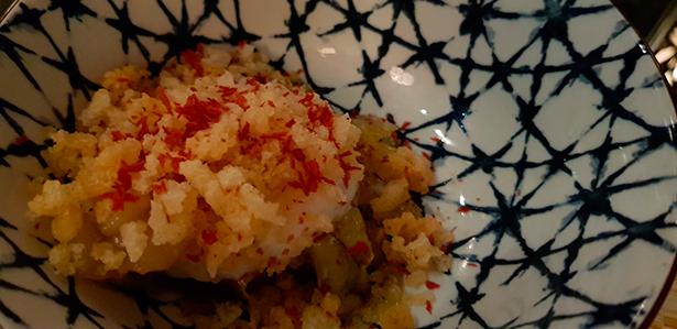 Alcachofa, huevo a 65º, callos de bacalao y harina frita. Restaurante Qué Leche | Foto: J. L. Conde