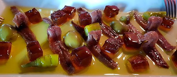 Anchoas de Santoña con vermú sólido. Restaurante El Ingeniero | Foto: J. L. Conde